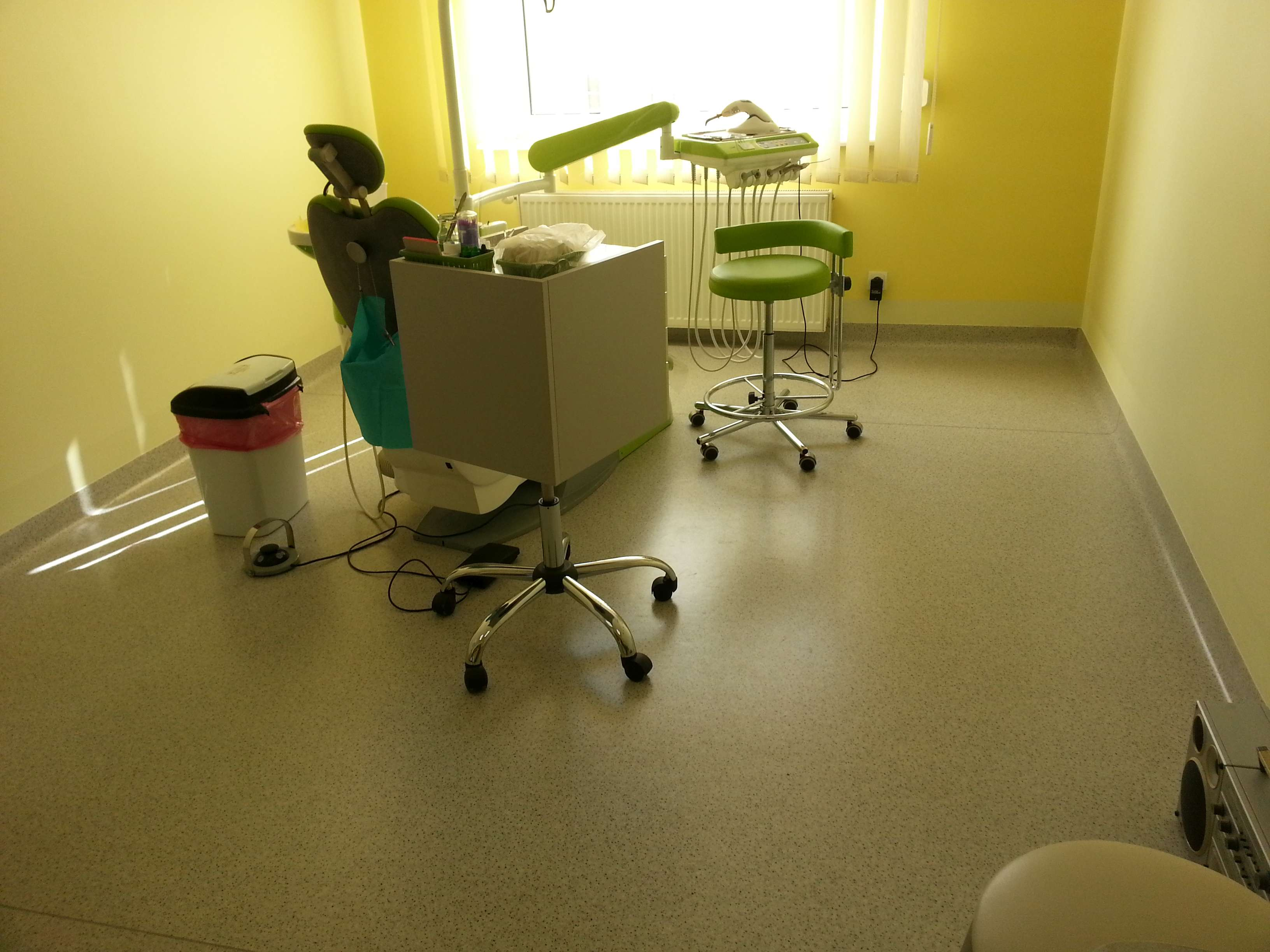 ukladanie-wykladzin-w-gabinetach-stomatologicznych-7