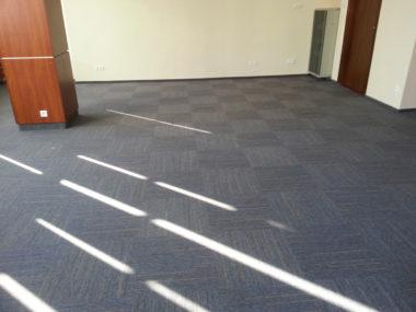 Płytki dywanowe w obiektach konferencyjnych